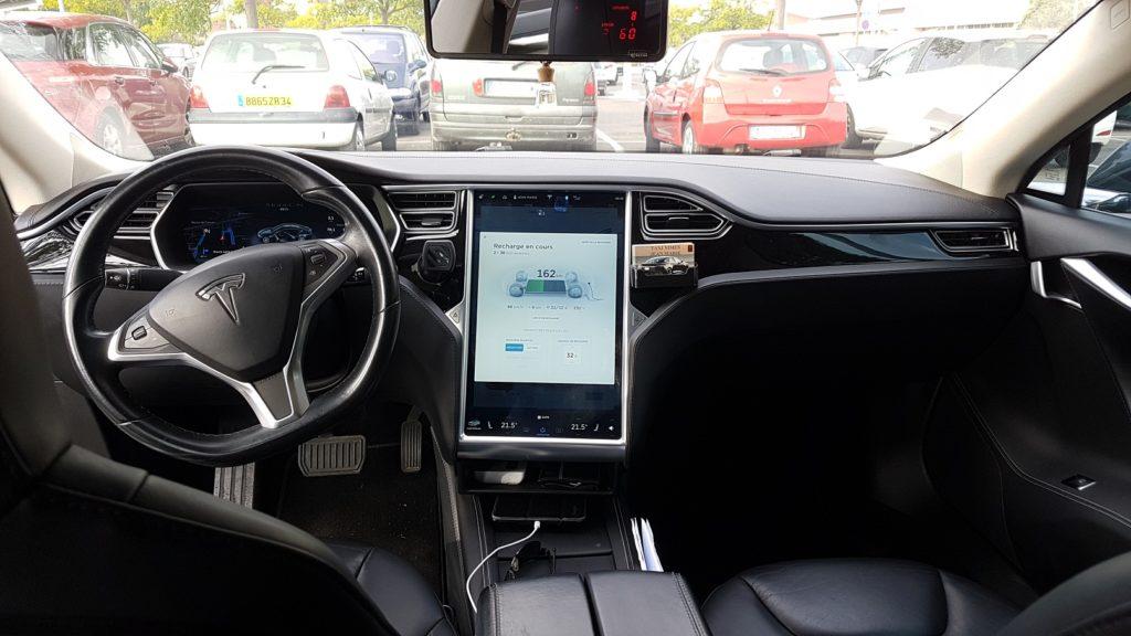 intérieur Tesla Taxi Nîmes