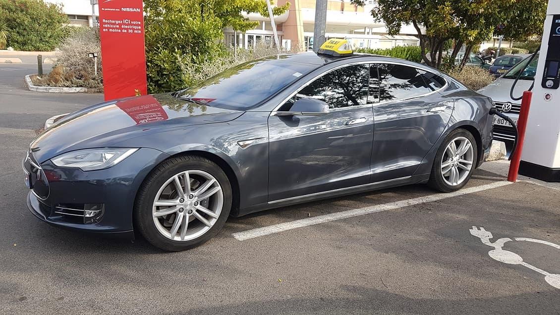 Tesla Taxi Nîmes