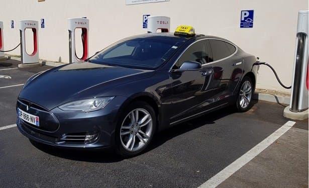 Votre chauffeur de Taxi avec véhicule Tesla à Nîmes